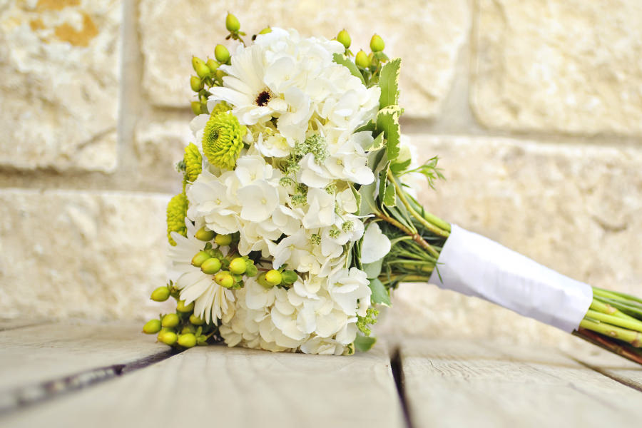 langstielige blumen gebunden zepter brautstrauss bei floristen auf ruegen | Hochzeitsportal Rügen