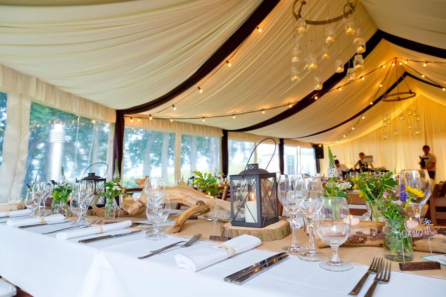 Hochzeitsfeier im Festzelt vom Schloss Ranzow in Lohme auf Rügen in MV