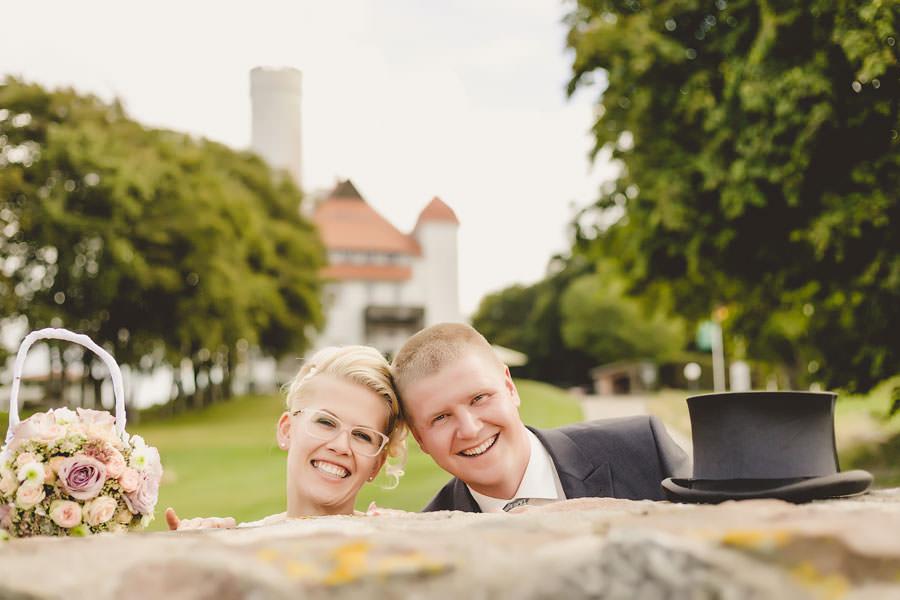 Hochzeitspaar vor dem Schloss Ranzow in Lohme auf Rügen – Deutschlands größter Insel