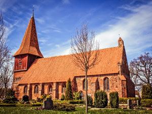 Kirche Altefähr – kirchlich heiraten auf Rügen an der Ostsee