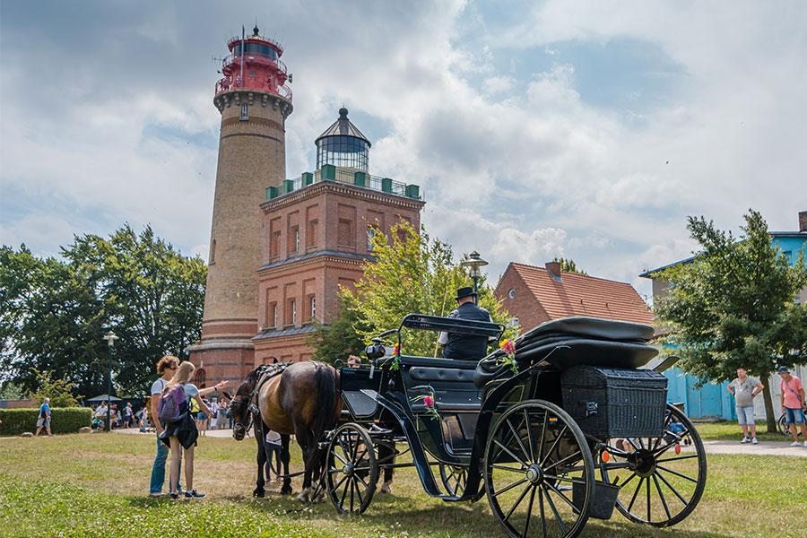 Mit der Hochzeitskutsche zur Trauung am Leuchtturm.