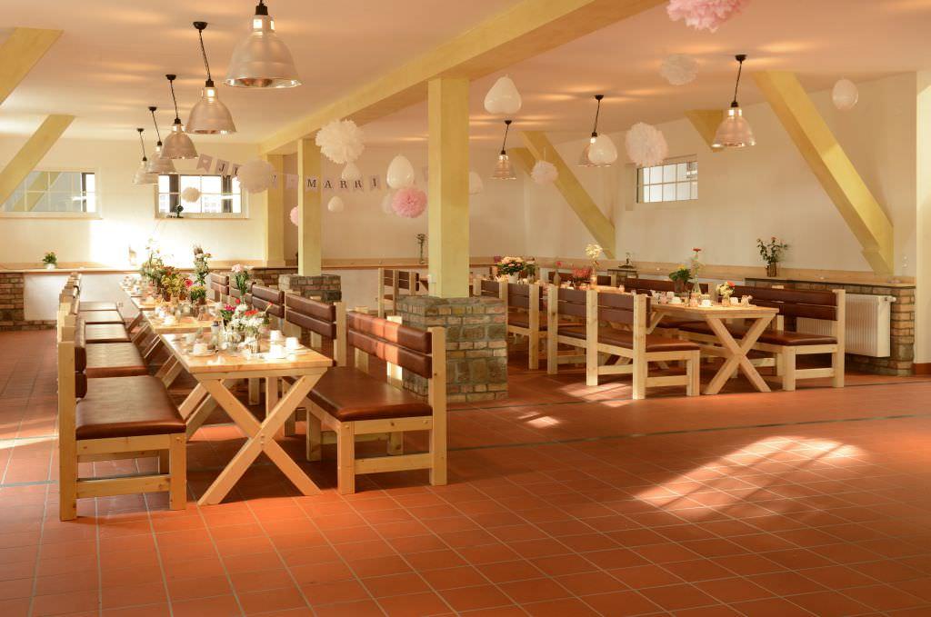 Hochzeitssaal in der Kulturscheune in Putgarten auf Rügen für die Heirat mit der Tourismusgesellschaft Kap Arkona