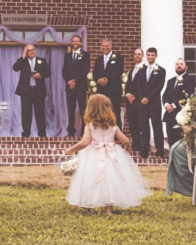blumenkinder blumen streuen bei der standesamtlichen kirchlichen hochzeit   Hochzeitsportal Rügen