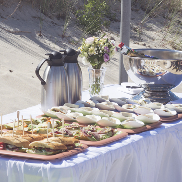 picknick am strand zur hochzeit in goehren hanseatic   Hochzeitsportal Rügen