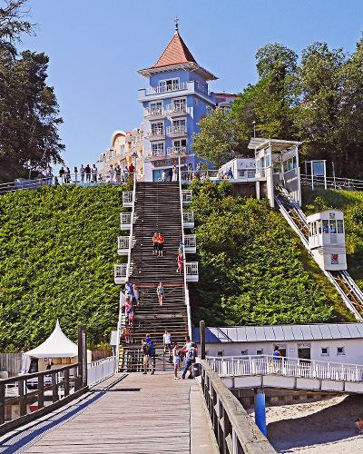 treppe zur seebruecke in sellin ruegen messingschilder mit hochzeitsdatum | Hochzeitsportal Rügen