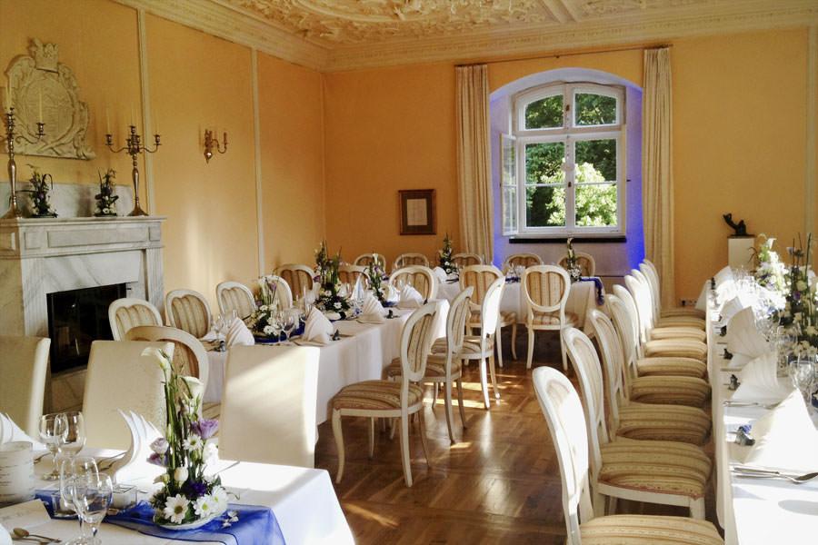 hochzeit-feiern-im-gelben-salon-schlosshotel-spyker-im-hochzeitsportal-ruegen