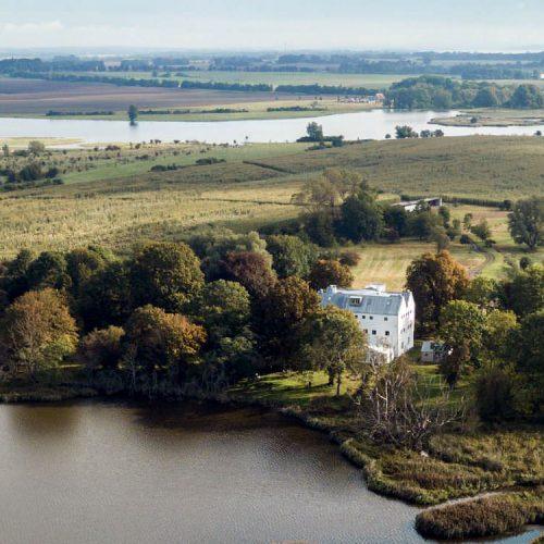 Luftbild vom Gut Üselitz – Gutspark und Herrenhaus in Poseritz auf Rügen
