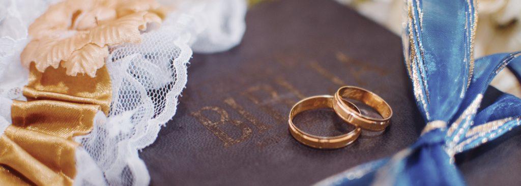hochzeitstraditionen auf ruegen brautasseccoire strumpfband | Hochzeitsportal Rügen