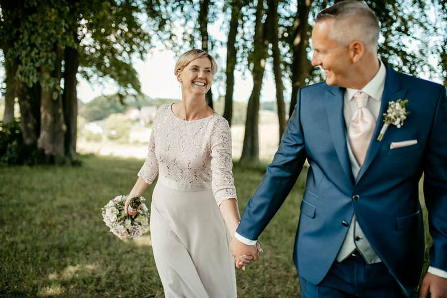 brautpaar-heiratet-auf-ruegen-hplanung-ihre-hochzeitsmandy